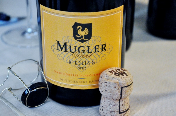 Mugler Privat Riesling brut sekt (600x396)